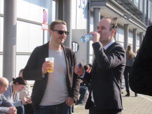 Daniel Breuer und Frank O. Rudkoffsky im Hof der Leipziger Buchmesse